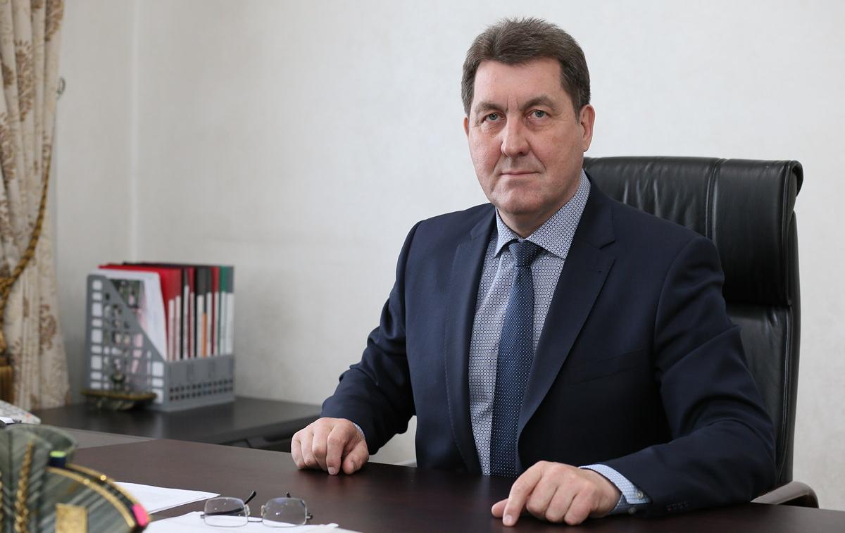 глава администрации города барнаула дугин фото карандаш