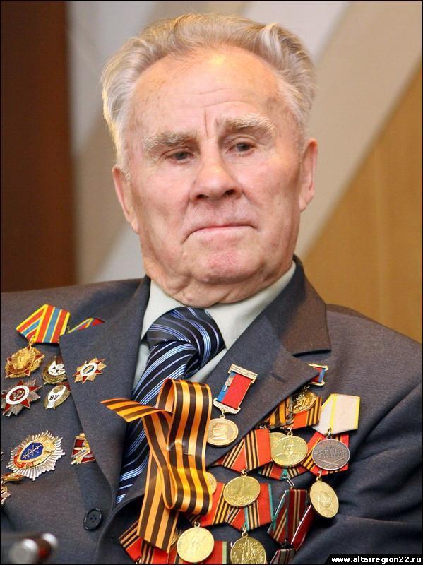 Глава администрации Железнодорожного района поздравил с 95-летием Алексея Руденко