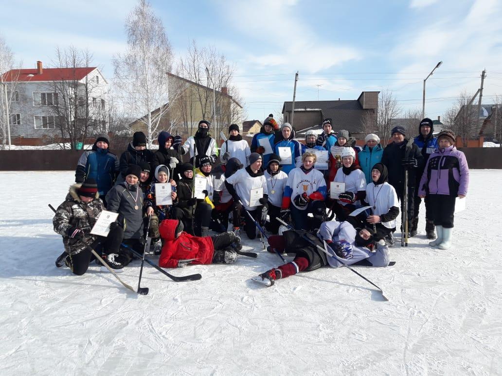 Ко Дню защитника Отечества в пригороде прошел хоккейный турнир среди сборных команд ТОС