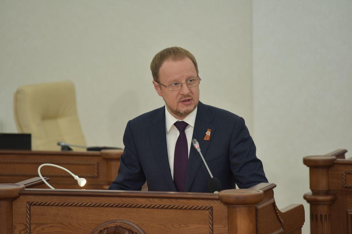 Виктор Томенко представляет отчет депутатам АКЗС о результатах деятельности Правительства региона в 2020 году