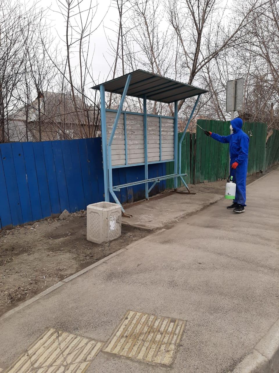 В Барнауле завершили второй цикл дезинфекции остановочных павильонов и общественных пространств