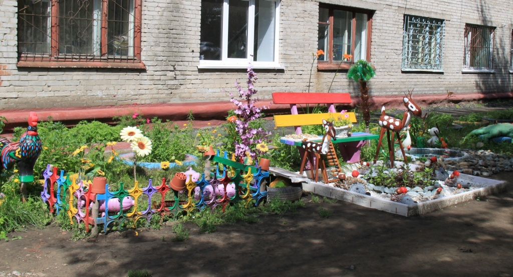 Благоустройство двора многоквартирного дома своими руками