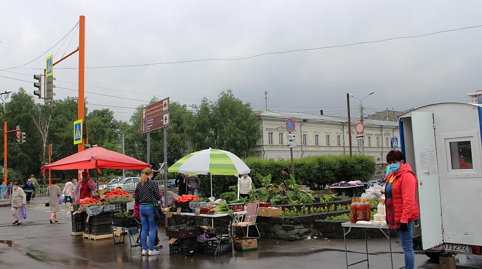 С площади Спартака в Барнауле убирают стихийный рынок