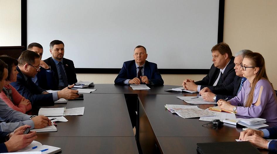 Вопросы соблюдения красных линий при эксплуатации и строительстве объектов недвижимости на территории города обсудили в администрации Барнаула